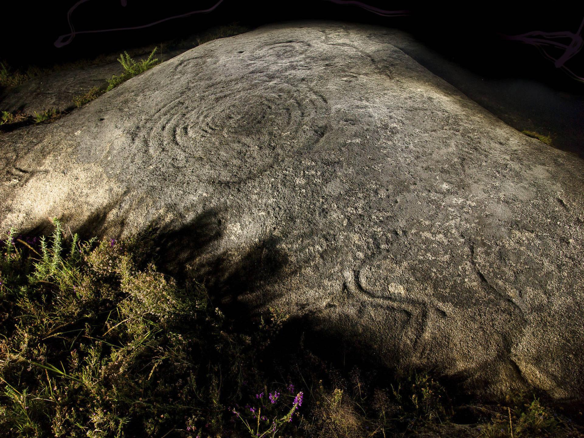 Vista xeral de noite da Pedra Bicuda de Loureiro.©Colectivo a Rula